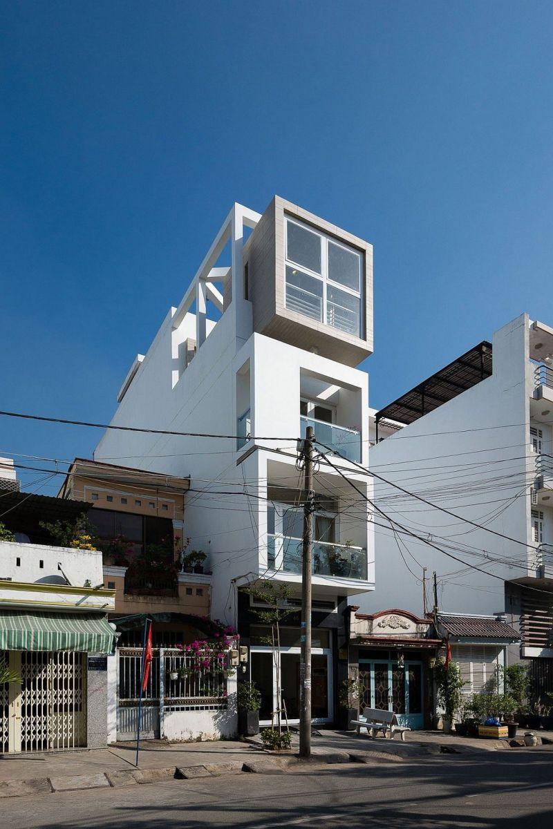 Description: Narrow NA House in Ho Chi Minh city spread across four space savvy levels Nhà phố Sài Gòn với thiết kế giải quyết vấn đề về diện tích qpdesign