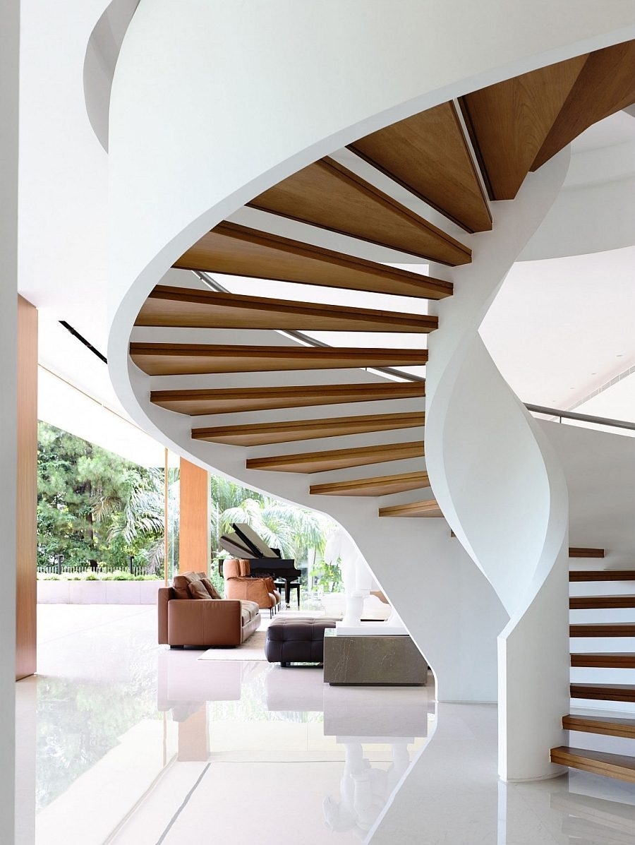 Description: Sculptural and iconic spiral staircase steals the show Biệt thự tại Singapore với thiết kế không gian mở gần gũi với thiên nhiên qpdesign