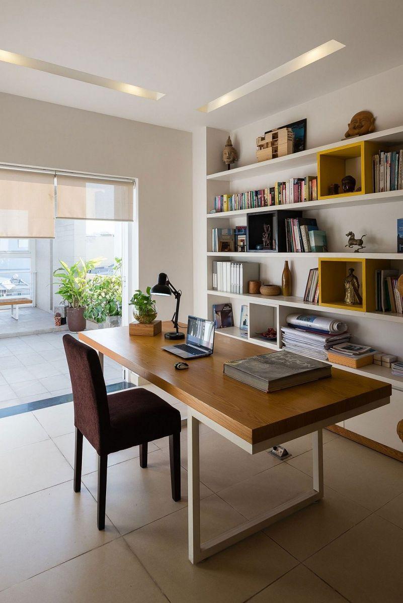 Description: Library and study on the top level of the Ho Chi Minh city home Nhà phố Sài Gòn với thiết kế giải quyết vấn đề về diện tích qpdesign