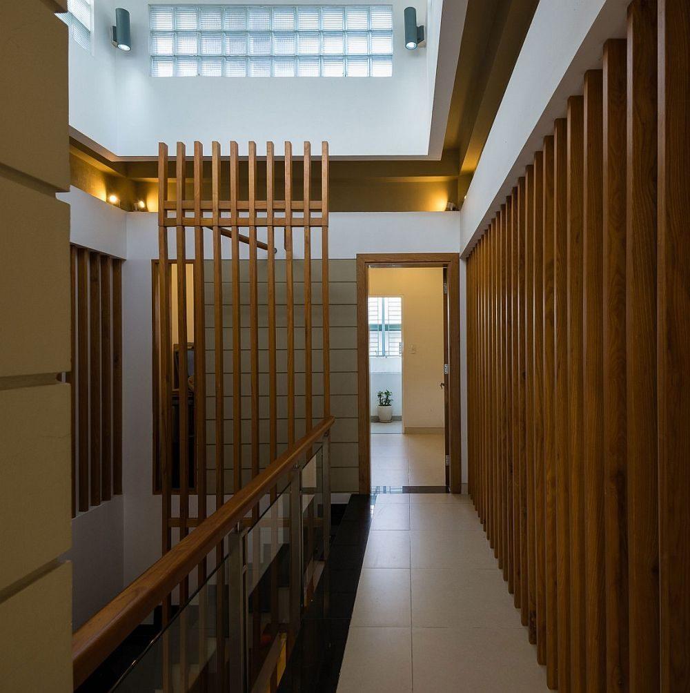 Description: Wooden slats combine privacy and demarcation of space with smart flow if light Nhà phố Sài Gòn với thiết kế giải quyết vấn đề về diện tích qpdesign