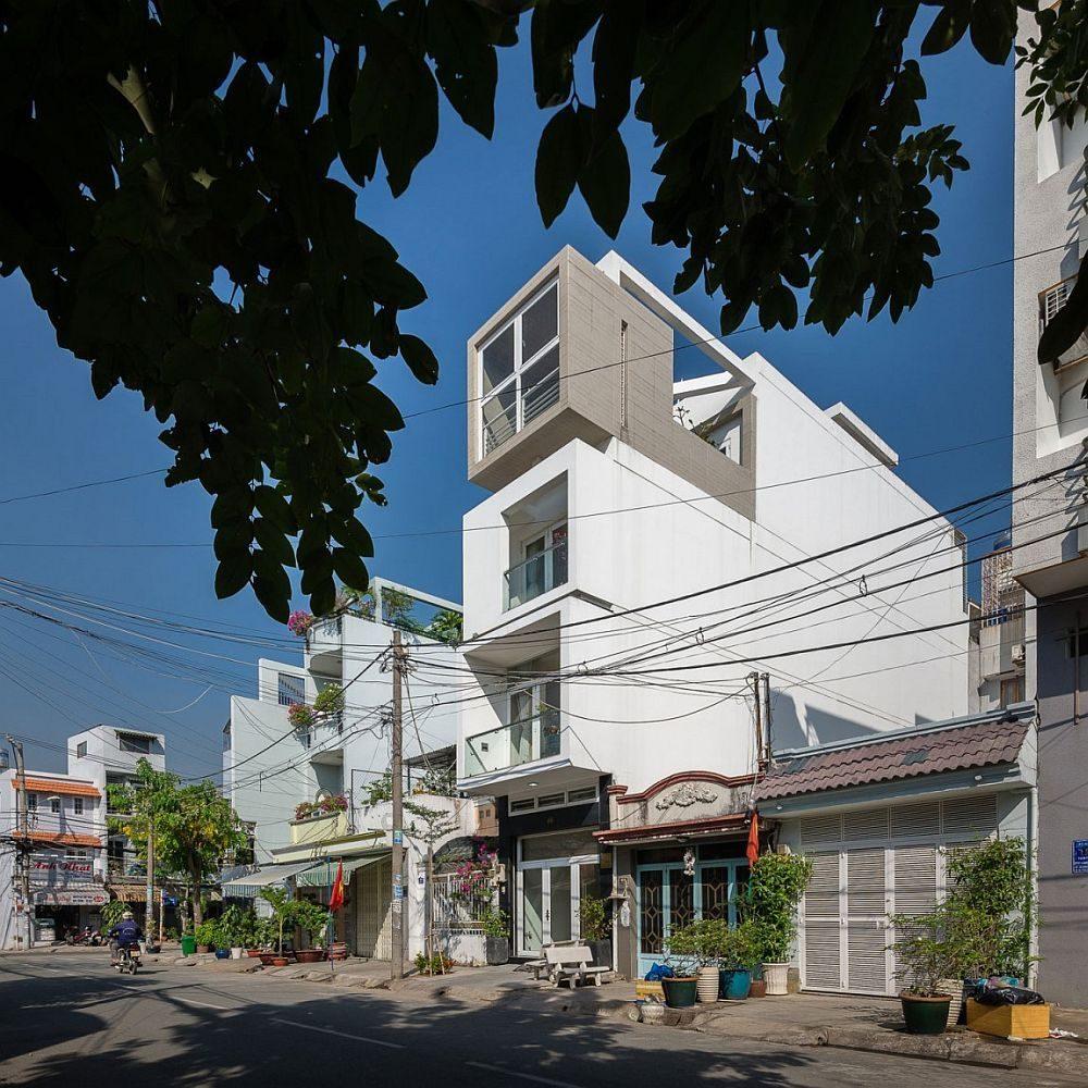 Description: Street facade of narrow urban house in Ho Chi Minh city Nhà phố Sài Gòn với thiết kế giải quyết vấn đề về diện tích qpdesign