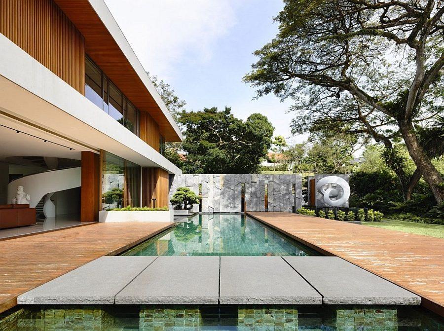 Description: Fabulous pool and deck space seems like a natural extension of the interior Biệt thự tại Singapore với thiết kế không gian mở gần gũi với thiên nhiên qpdesign